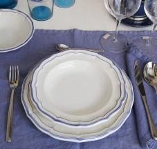 Servizio di piatti in ceramica